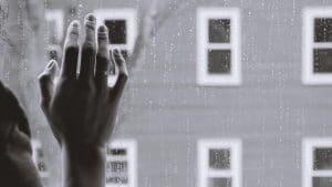 5 tips tegen eenzaamheid na overlijden van een dierbare